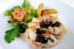 Coniglio-olive-nere
